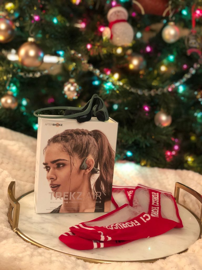 #ad| 6 Gifts to add to Your Wishlist with Babbleboxx! This list have gifts for everyone, from teachers, co workers to your significant other! Plus who doesn't love headphones that feel like you're not wearing any! #WishListBboxx